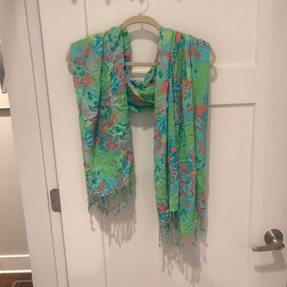 Lilly Pulitzer Accessories - Lilly Pulitzer Murfee scarf wrap